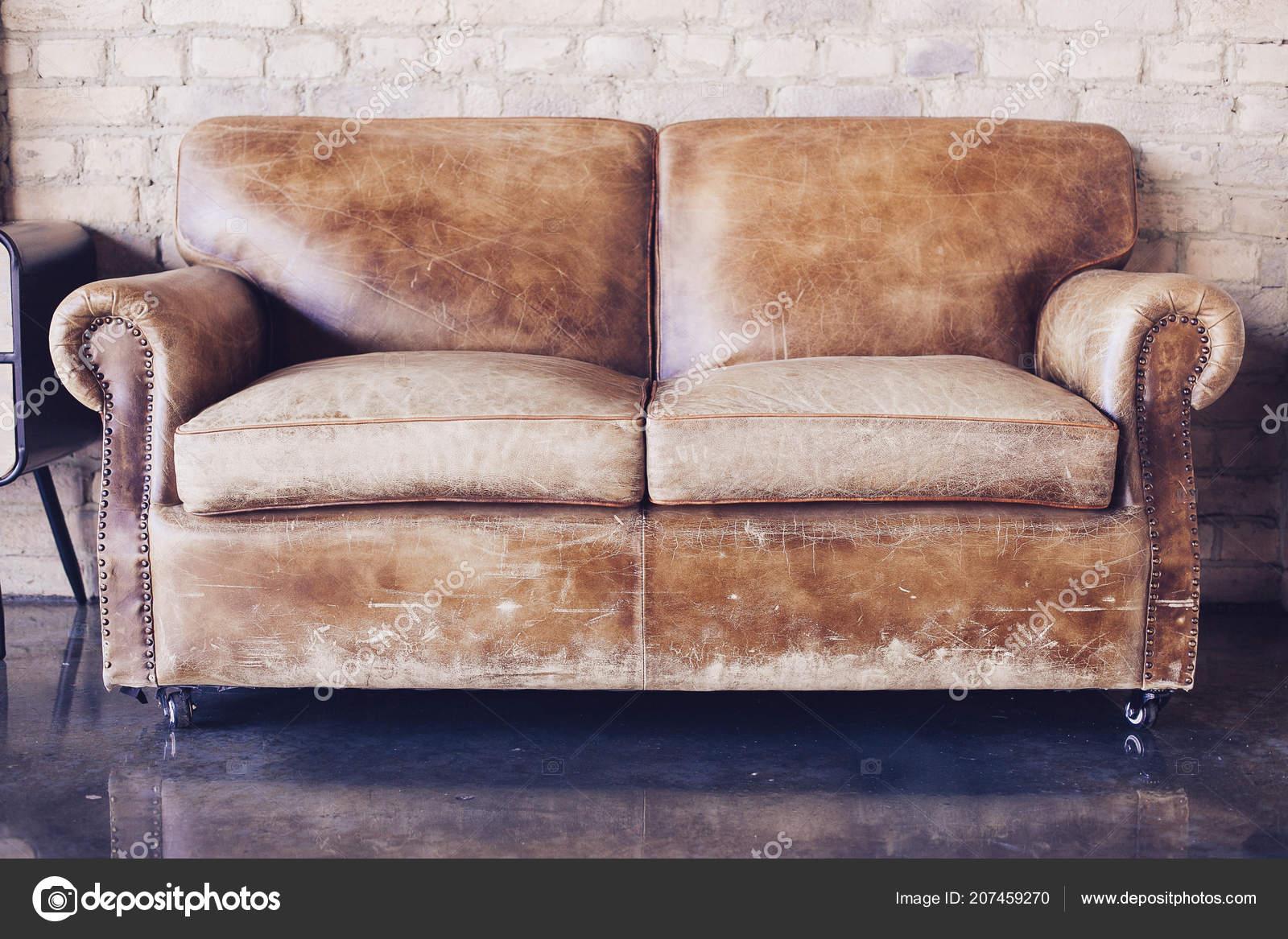 Woonkamer Vintage Bank : Mooie woonkamer met vintage stijl lederen bank u2014 stockfoto © t n 06