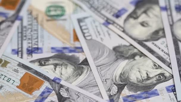 Spinning na stůl sto dolarové bankovky. Detail. Rotace papírové peníze detail. Pozadí s peníze americký sto dolarové bankovky