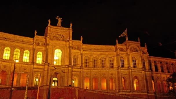 Palác Maximilianeum (1874), sídlo Bavorského landtagu v noci, Mnichov, Německo