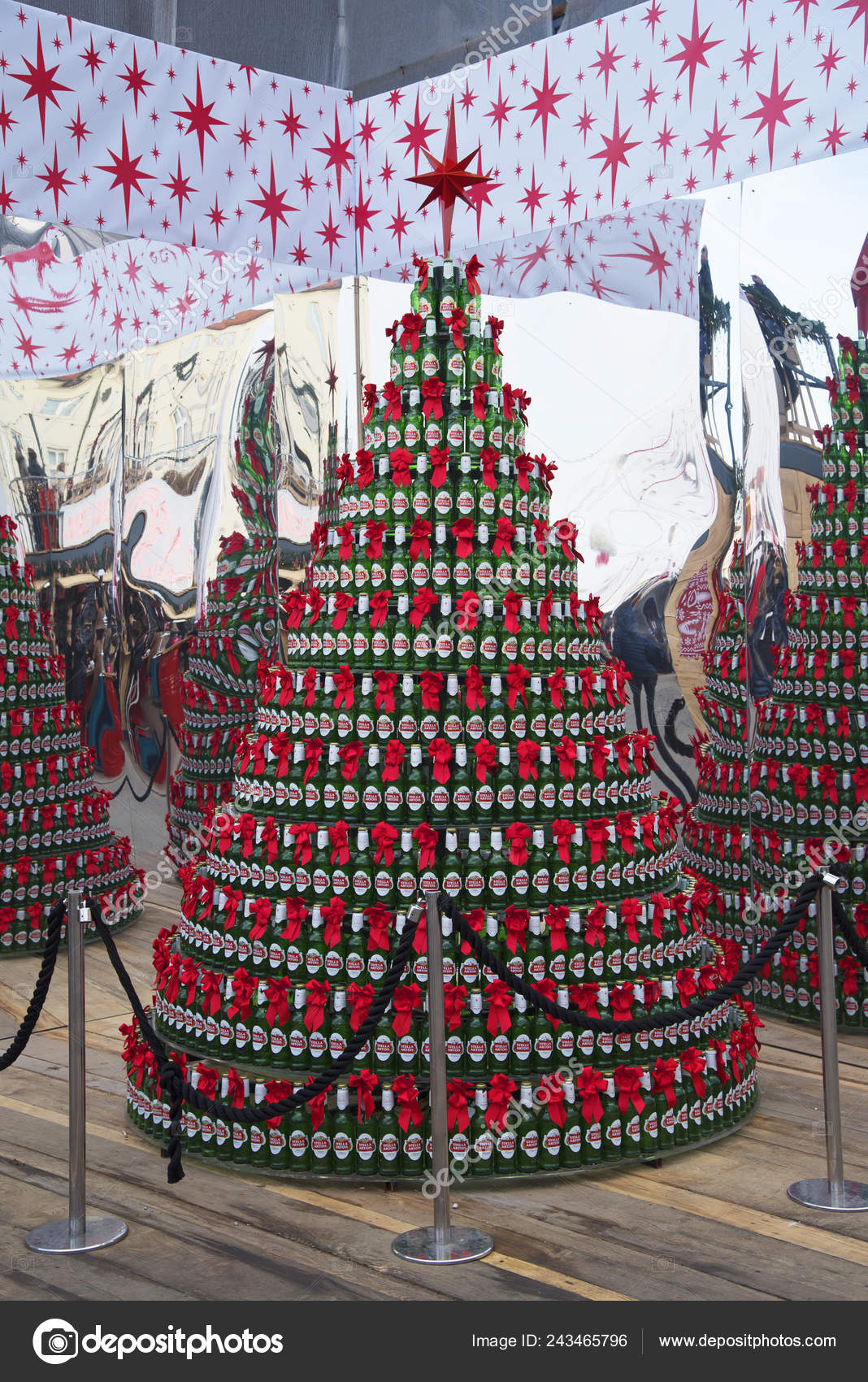 Zagreb, Croatia December 2018: Christmas tree made of Stela Artois beer bottles decoration at Christmas Market in the city of Zagreb, Croatia — Photo by ...