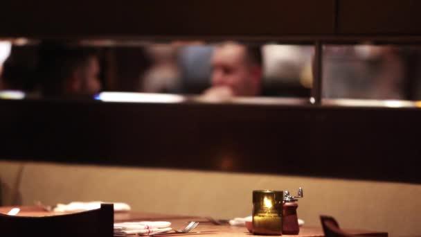 diskuse restaurace lidé mluví