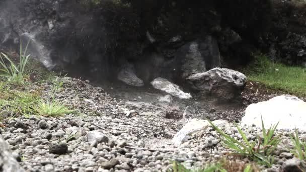 Thermalwasser-Quelle heißen vulkanischen