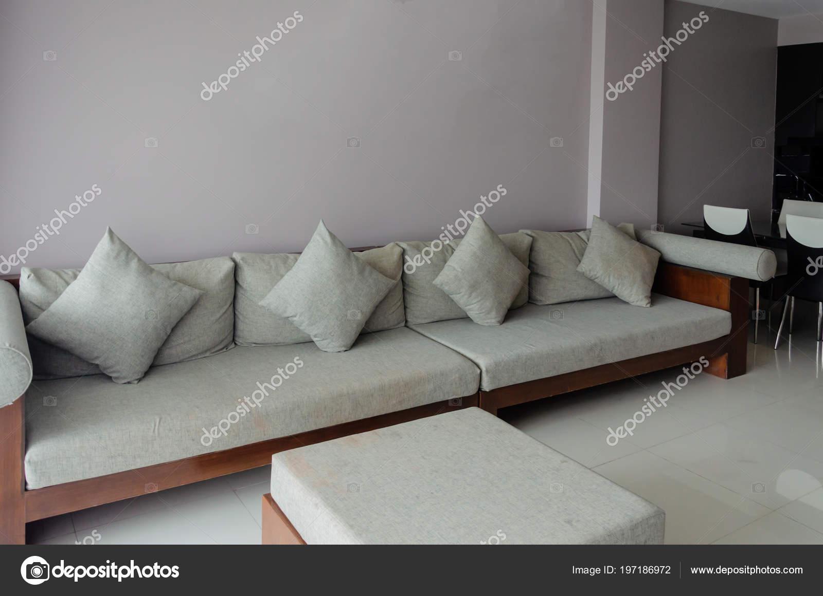 Canapé Moderne Dans Salon — Photographie aoo8449 © #197186972