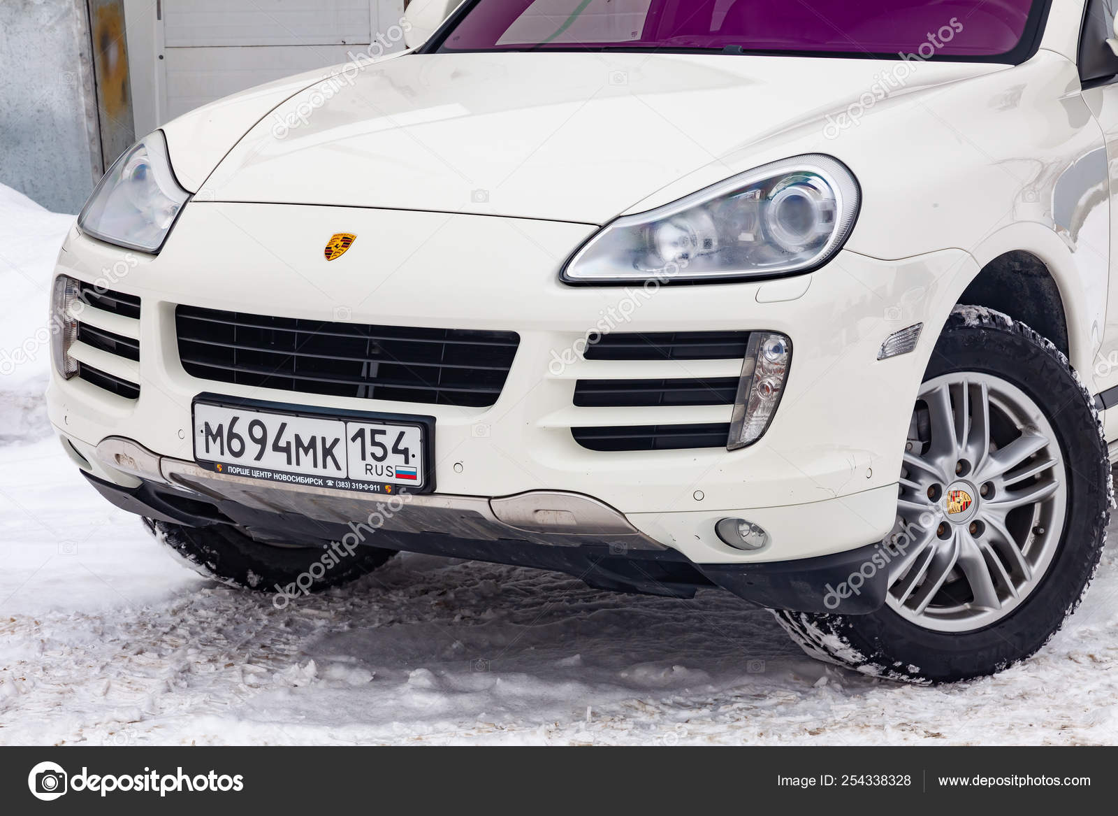 Front view of Porsche Cayenne 957 2007 in white color after