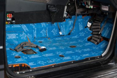 Car tuning in the body of a SUV using three layers of noise insu