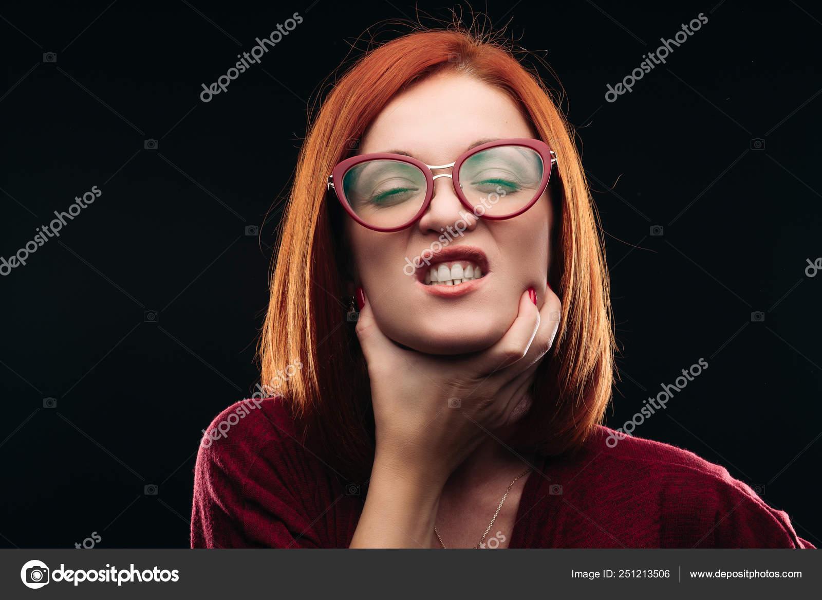 Девочку ебут в горло