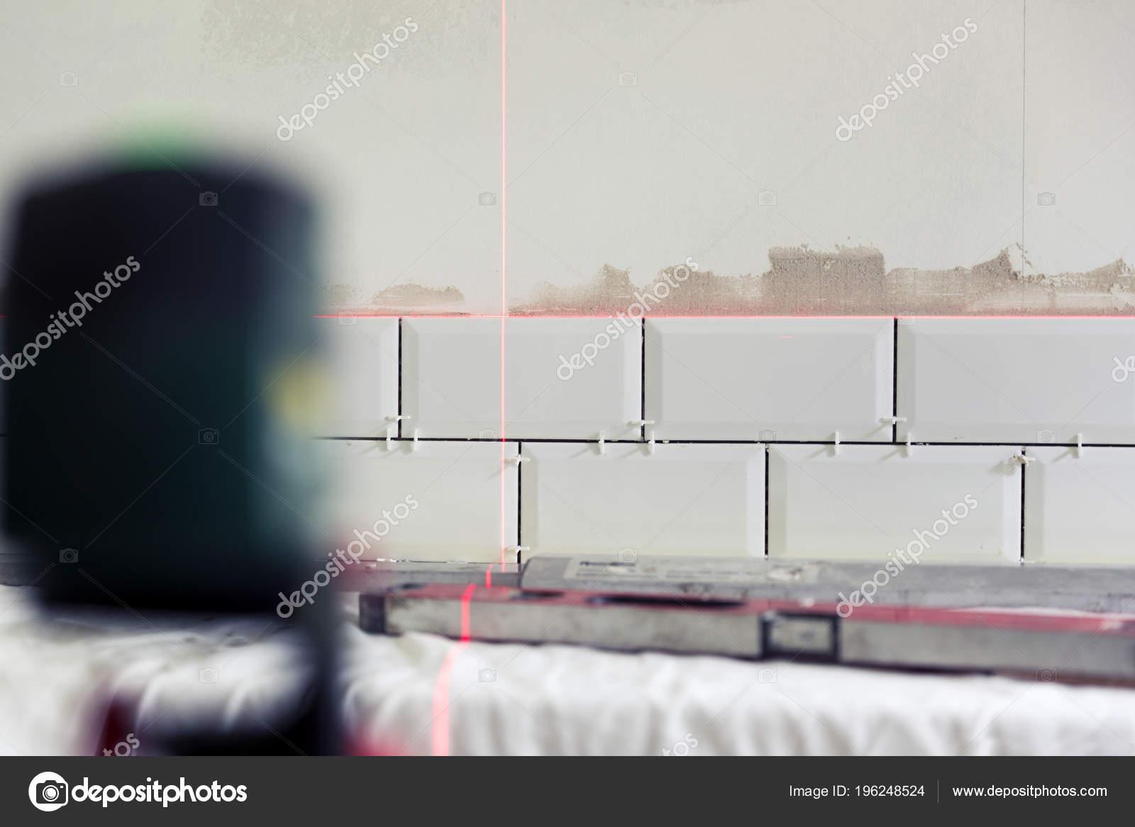 Tegels In Keuken : Proces van tegels tegels keuken met behulp van bouw laser