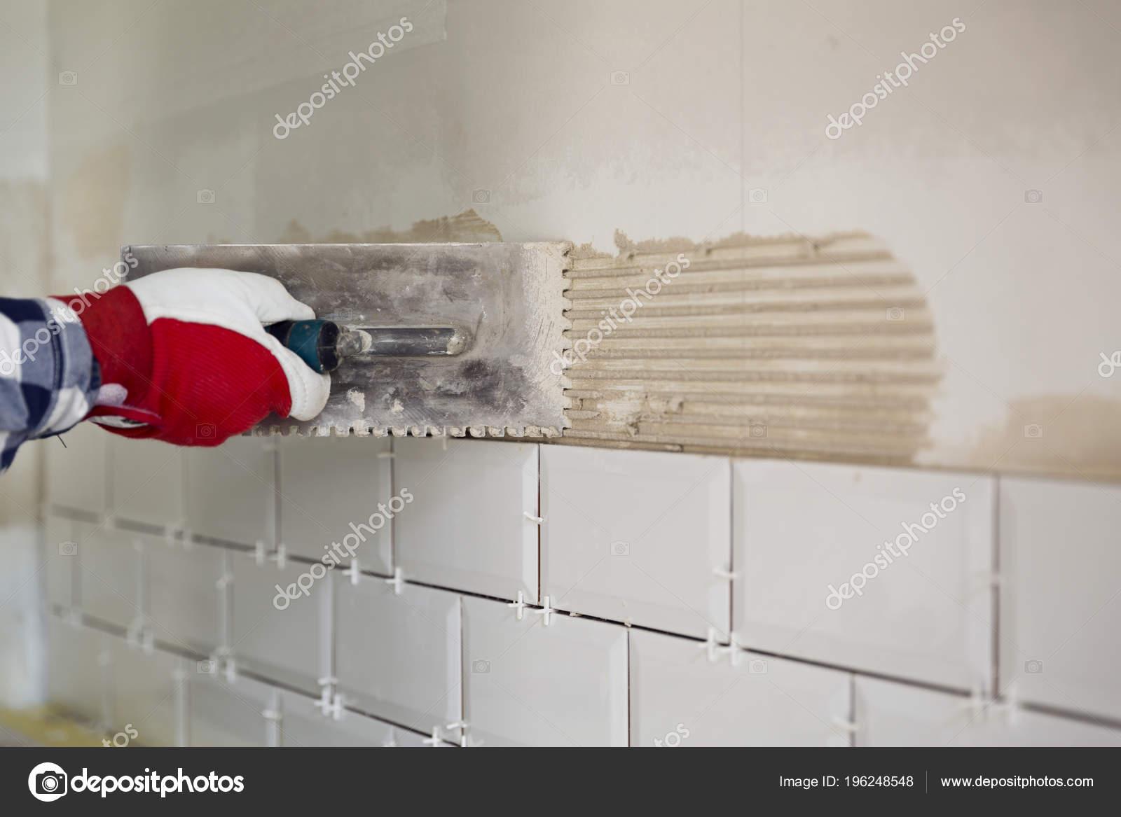 Prozess Der Aufteilung Der Fliesen Der Kuche Heimwerken Renovierung