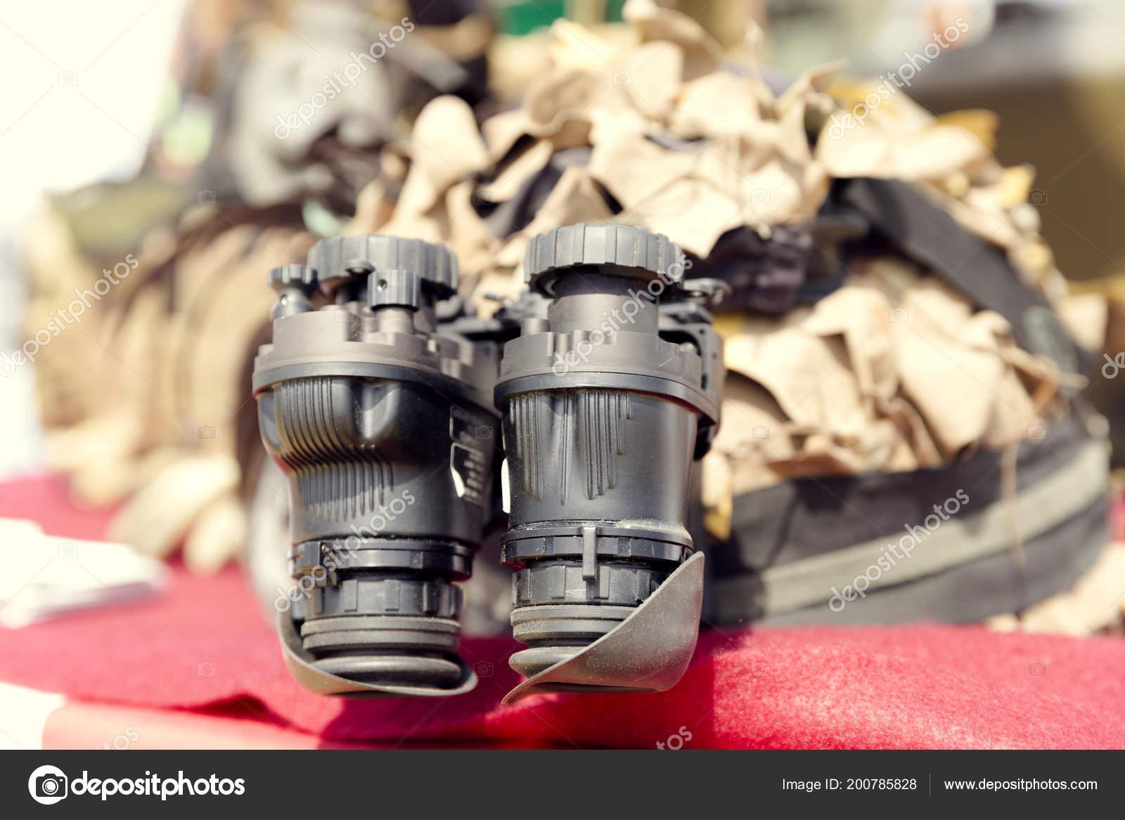 Binokulares nachtsichtgerät militär armeeausrüstung u stockfoto