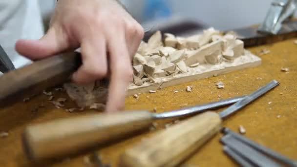 Tesařské dílny, řemeslník ruční řezbářství
