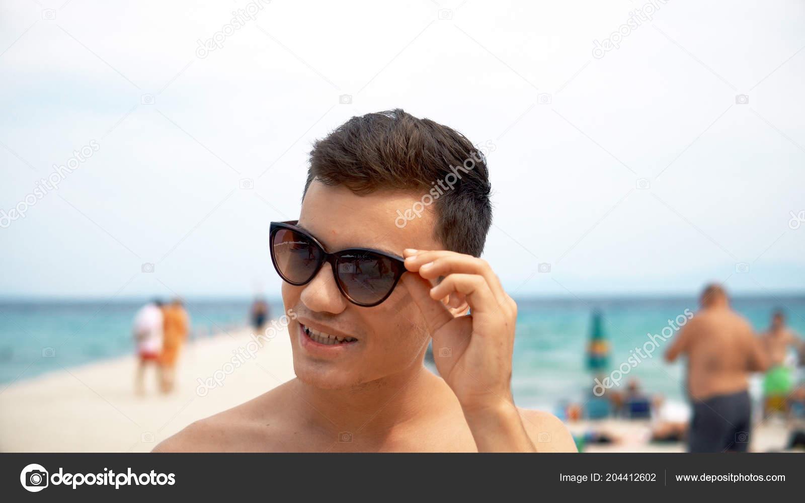 963c78de61fa Portrait Young Man Sunglasses Beach Daytime — Stock Photo © zefart ...