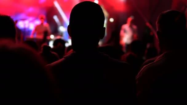 Publikum těší koncert, jeřáb filmové autentický snímek. Veřejný koncert, žádná jízdenek událost