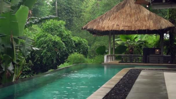 Außenpool ursprünglich geformt mit überdachten Veranden, Spa im Dschungel