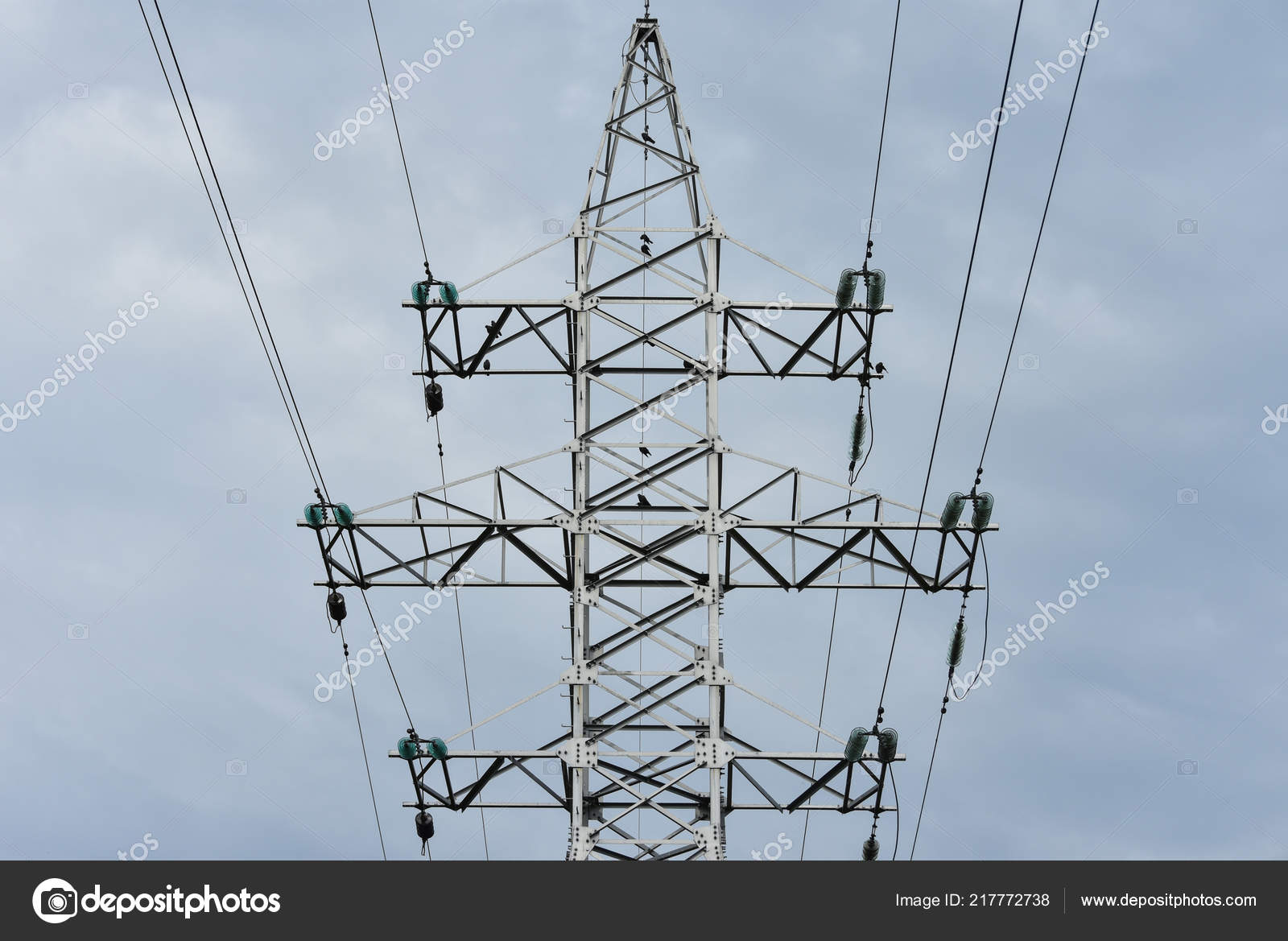 The design of the metal pole power lines with wires against