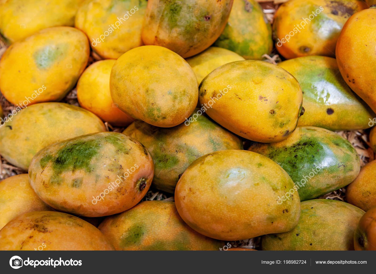 Imagen Fotograma Completo Pila Mangos Amarillos — Foto de stock ...