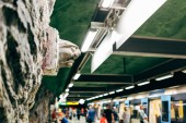 Švédsko, Stockholm - Aprl 27, 2018: Moderní určené stanice metra Kungstradgarden ve Stockholmu, Švédsko