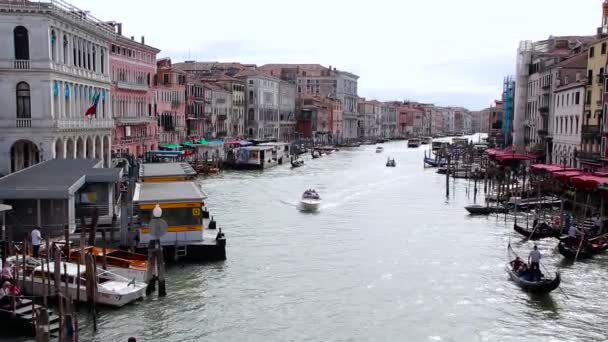 Panoráma a Grand Canal, Nézd, a Rialto-hídtól. Velence, Olaszország