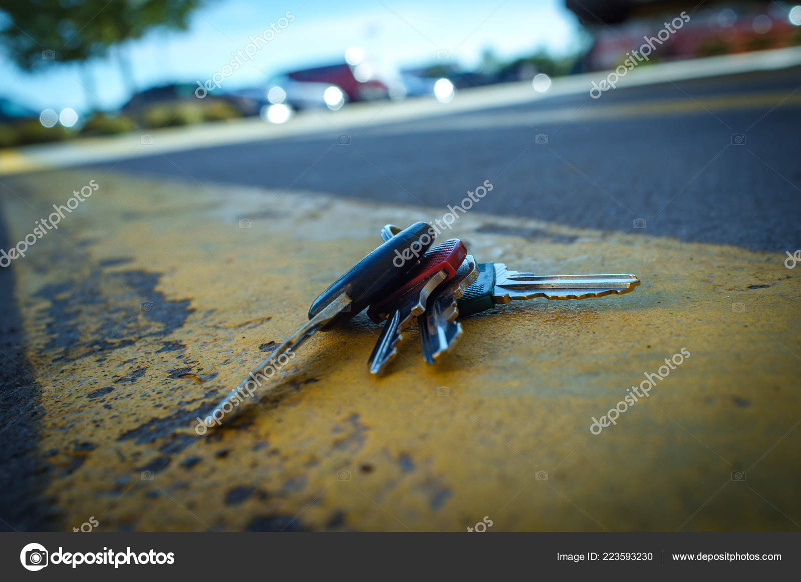 Lost Car Keys >> Lost Car Keys Distressed Road Painted Yellow Lines Stock