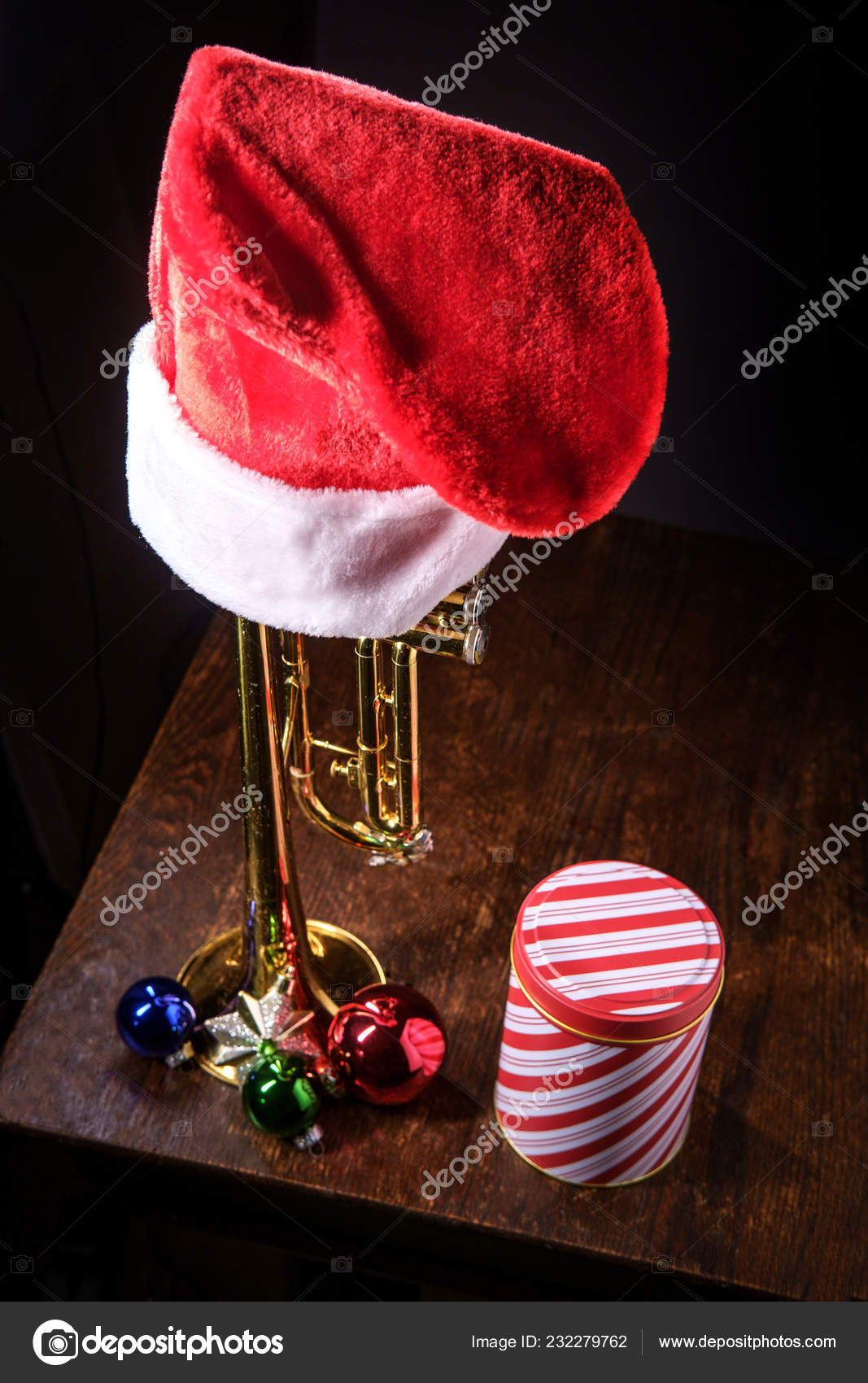 8c4c2a8fe51e3 Seasonal Christmas Holidays Musical Instrument Trumpet Dramatic Lighting —  Stock Photo