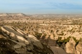 Photo aerial view of cityscape and mountains in Cappadocia, Turkey