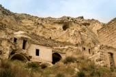 staré jeskyně obydlí v národním parku Göreme, Kappadokie, Turecko