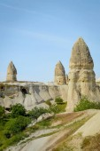 Photo old dwelling and stone formations in valley, Cappadocia, Turkey