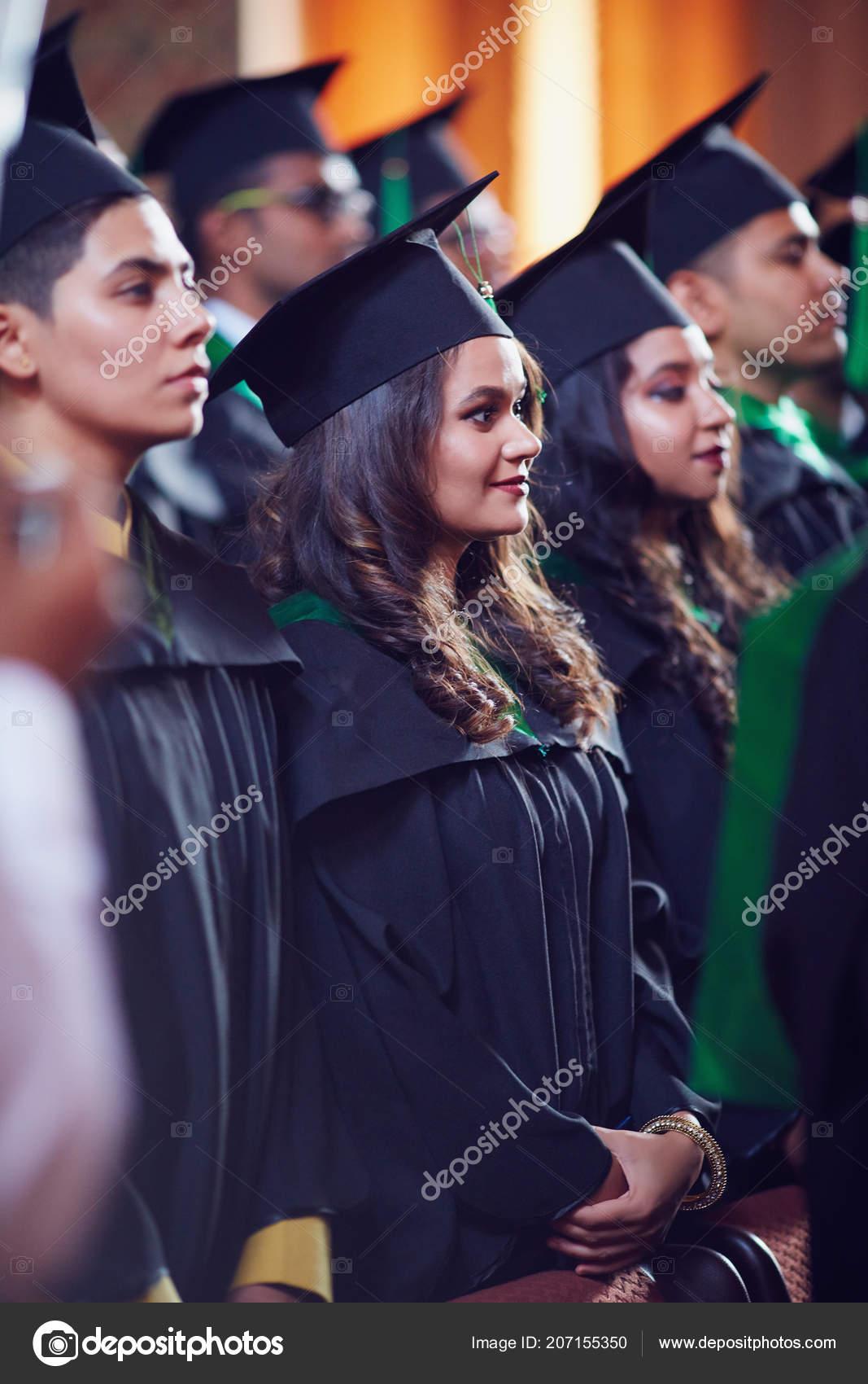 mejor amado Tienda online más cerca de Grupo Postgrado Feliz Vestidos Ceremonia Graduación — Foto ...