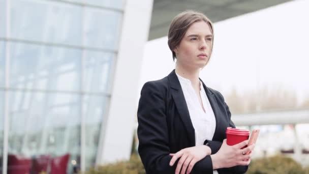Sikeres motivált fiatal üzletasszony
