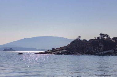 """Картина, постер, плакат, фотообои """"Круизное судно плывет между самой оконечностью Корфу и материковой частью Албании"""", артикул 285081086"""