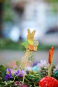 Velikonoční složení s barevné velikonoční vajíčka