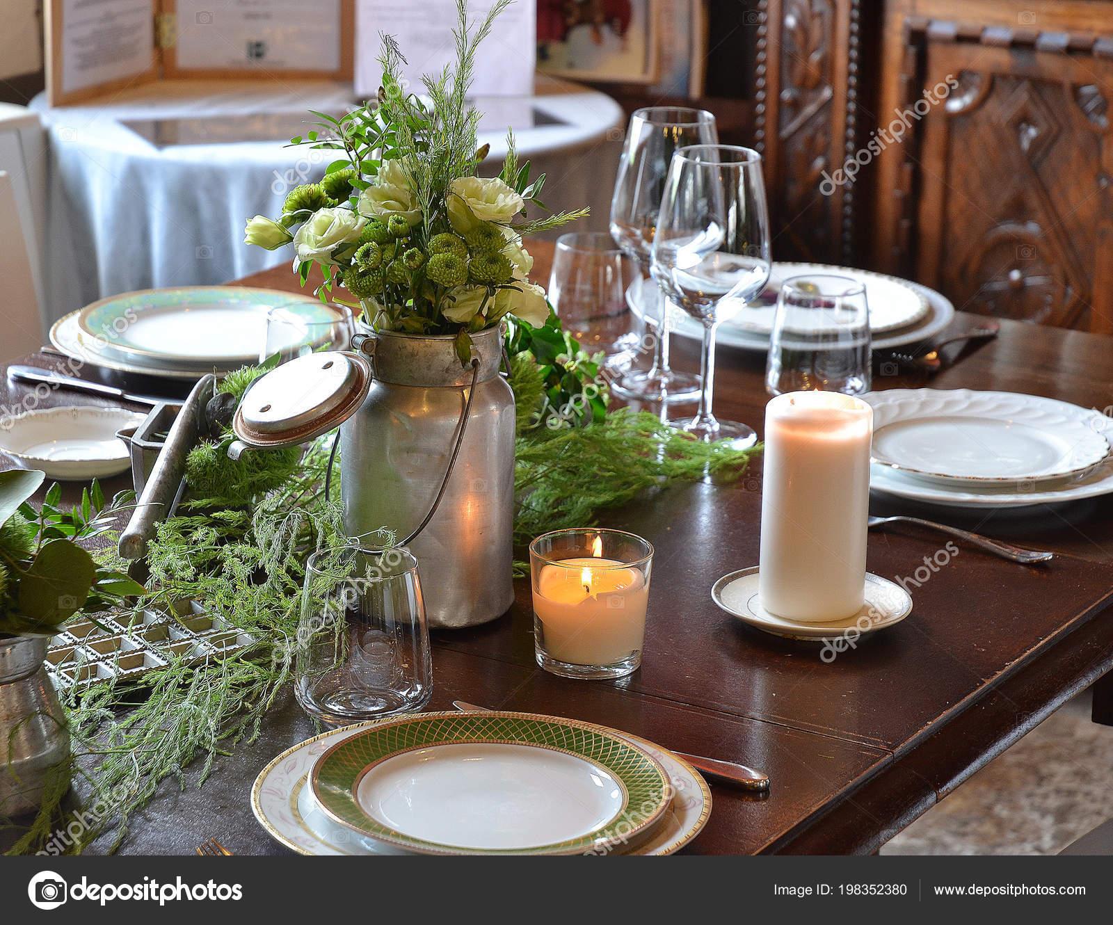 Blumen Restaurant Tisch Dekoration Fur Den Urlaub Stockfoto