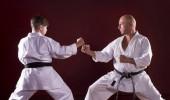 Karate instruktor výuky bojových umění pro dítě