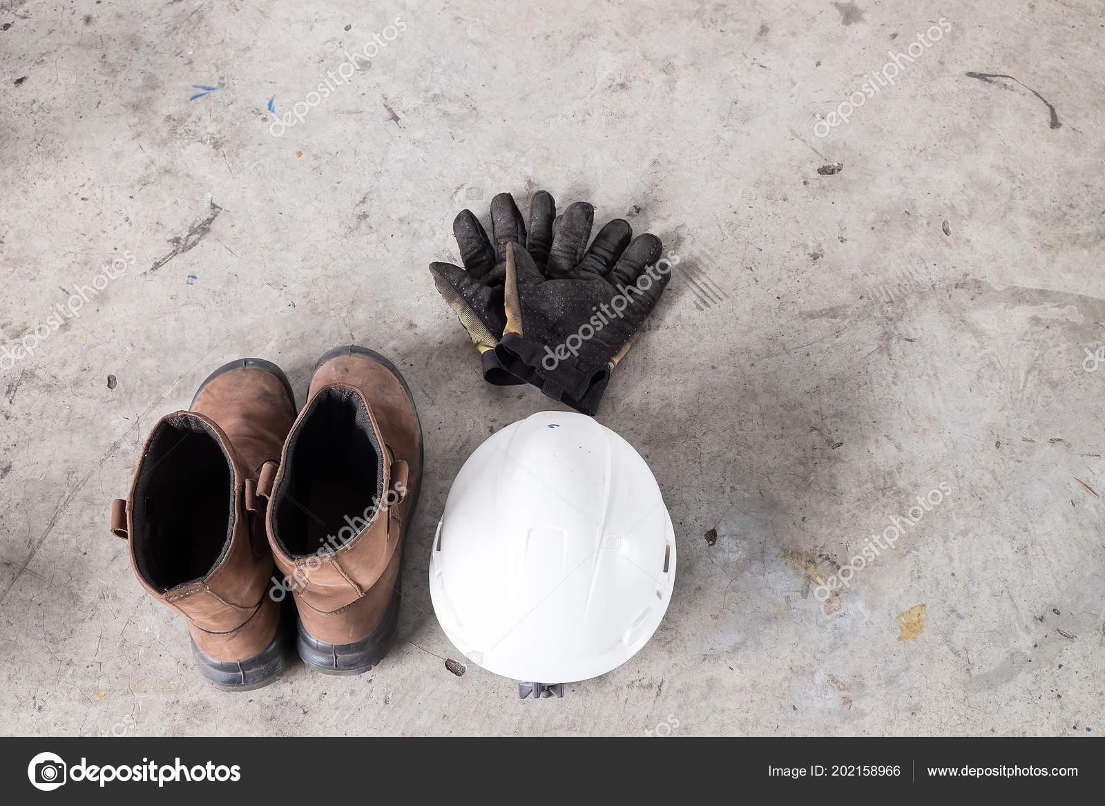 Equipamentos Proteção Individual Epi Inclui Capacete Branco Sapato Segurança  Luvas — Fotografia de Stock 4fea989b9b