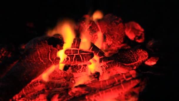 BBQ uhlí požáru kouř