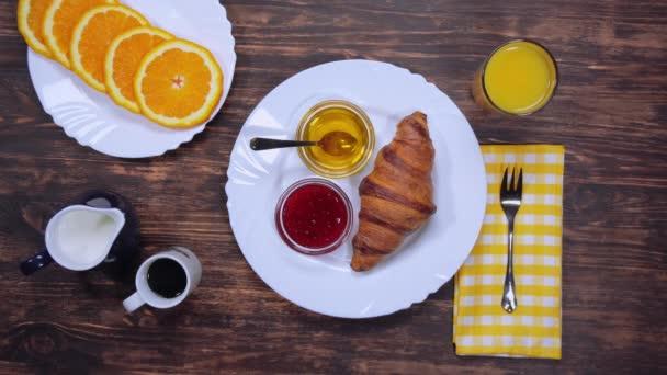 Tradiční kontinentální snídaně