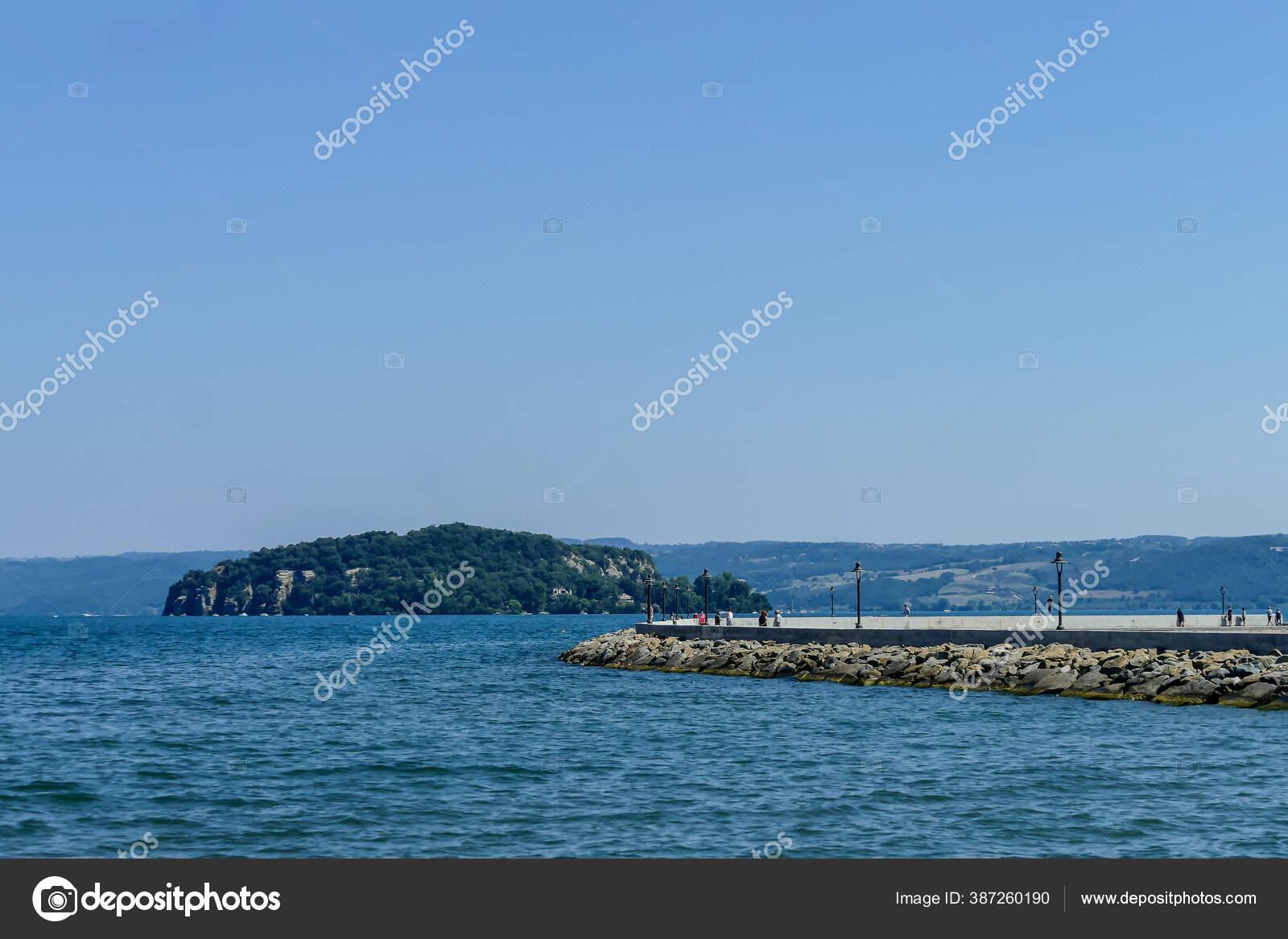 Pemandangan Sebuah Pulau Laut Foto Gambar Digital Yang Indah Stok Foto C Underworld1 387260190