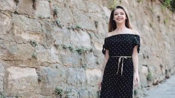 Фото женщины в платье просвеченное солнцем — img 3