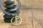 Friedenssymbol Lederhalskette