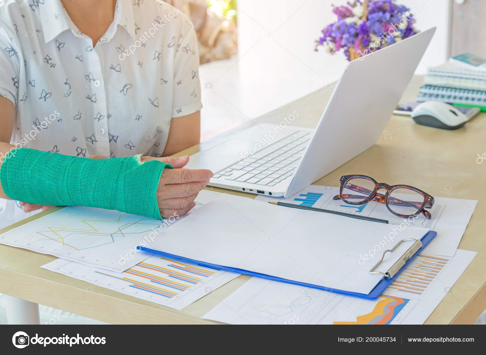 Injured Woman Green Cast Hand Arm Working Laptop Office