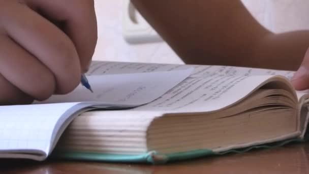 Megjegyzések a notebook zár fel, házi feladat