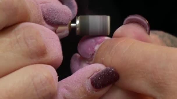 ženy si na manikúru
