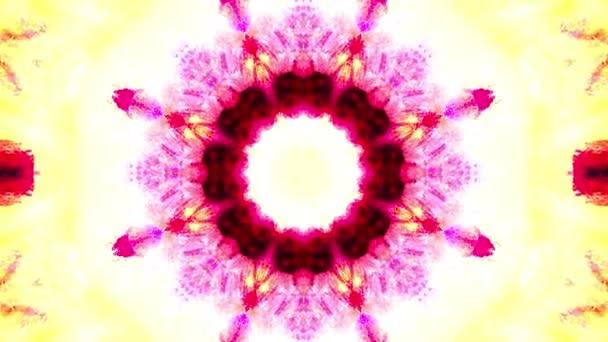 Pestrobarevné červené růžové abstraktní pozadí s fraktální animací. 4k plynulá smyčka. Geometrický grunge kaleidoskop s modrými, růžovými a červenými barvami. Vzorky sekvence kaleidoskopu. Grafický vzor pro pohyb