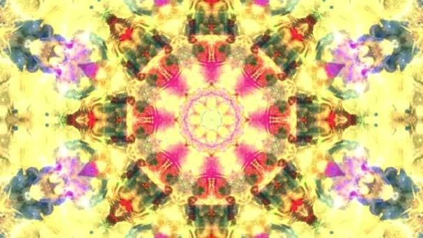 Színes rózsaszín sárga karácsony absztrakt virág felvételeket fraktál animáció. 4k varrat nélküli hurok. Geometriai grunge kaleidoszkóp a szekvenciával mintákat. Szép karácsonyi ünnepeket háttér.