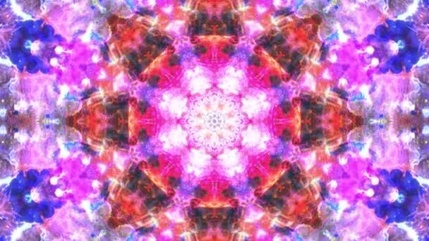 Barevný růžový červený Vánoční festival abstraktní květinové záběry s fraktální animací. 4k plynulá smyčka. Geometrický grunge kaleidoskop s sekvencerickými vzory. Krásné vánoční svátky.
