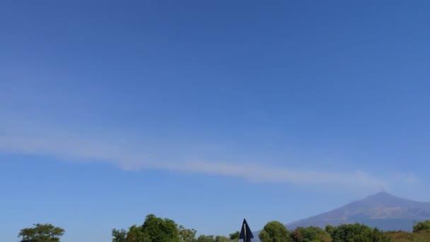 Italia, Sicilia, Vulcano attivo Etna-20 luglio 2019. Vista da lontano. Cielo Azzurro