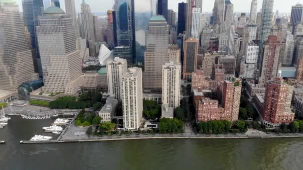Ohromující pohled na panorama Manhattanu, New York, Usa. Panoramatické Panorama s mrakodrapy a finanční čtvrti a řeky Hudson