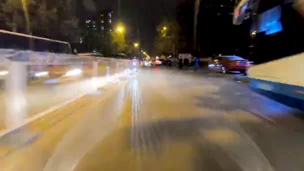 Zeitraffer. Pow - Standpunkt. Auto auf der Stadtstraße. Peking. China. 2018 / 11 / 14