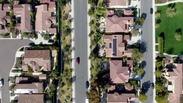 Letecký pohled na předměstký okolí s identické bohaté vily vedle sebe. San Diego, Kalifornie, Usa. Letecký pohled na obytné dělení moderní luxusní dům s bazénem.