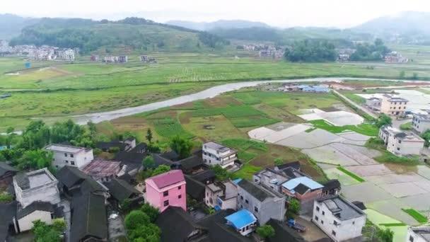 Vista Aérea Arroz Verde Y Campos De Verduras En El Pueblo Pobre En China Asia Terraza De Arroz Y Campo En La Montaña Y Pueblo Rural Con Los Trabajadores La Agricultura Tradicional Y El Desarrollo