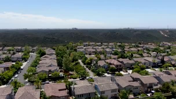 Luftaufnahme eines typischen Wohnviertels in San Diego mit großen Villen